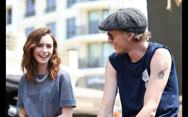 Source: Enstarz (Lily Collins and Jamie Campbell Bower)