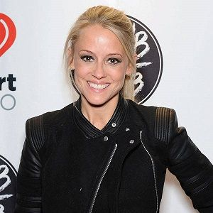 Nicole curtis dating lebron james