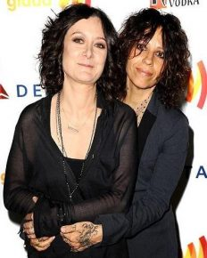 Sara Gilbert is a married woman now. In a same-sex marriage with Linda Perry