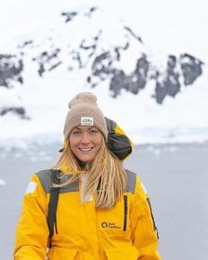 Cassie De Pecol, 27 year old Travelling the Whole World!! This woman visited every country on Earth in record time- First Female Ever To Visit Every Country On Earth!! Know about all her Journey!