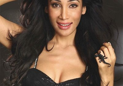 Another controversy of Sofia Hayat hits the headlines; Claims She Was Molested In Mecca through a video in Instagram