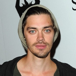 Tom Payne Biography - Affair, In Relation, Ethnicity ...
