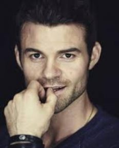 Learn about Daniel Gillies' lovely wife, his parenthood and his balancing act!