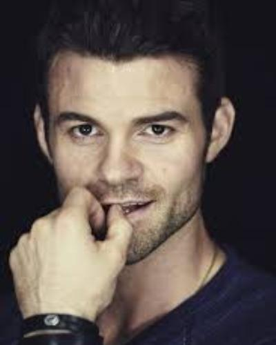 Learn About Daniel Gillies Lovely Wife His Parenthood