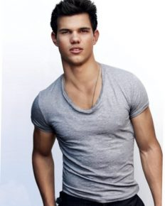 Famous American actress: Taylor Lautner seems to be charming, beloved, crush and hence dated famous girlfriends.