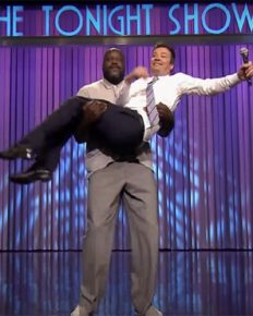 NBA Player Shaquille O'Neal on Jimmy Fallon Show defeating Jimmy in Lip Sync Battle with help of PitBull!! Shaquille O'Neal Kisses and Spanks Jimmy Fallon in Hilarious Lip Sync Battle!!!