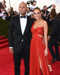 Pregnant wife Hannah Davis scored Husband Derek Jeter a Lifetime Supply of Beef Jerky; Here is the all details of their pregnancy, married life and relationship