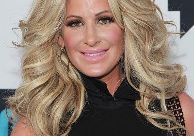 Mother-Daughter Duo! Kim Zolciak Biermann Shows Off Her Bikini Body; Also watch her daughter goes topless on Snapchat