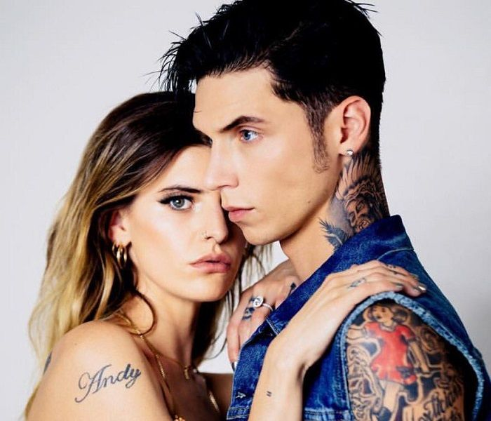 Andy Biersack med sjarmerende, Single