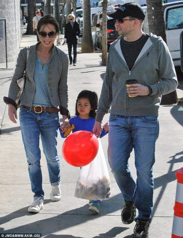 Lucky For The Second Time American Actor Jon Cryer In A Happily Married Life After Lot S Of Controversy And Messy Divorce Let S Know About His Current Wife And Previous Relationship Married