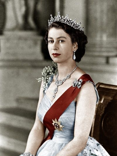Queen Elizabeth II Biography - Affair, Married, Husband ...