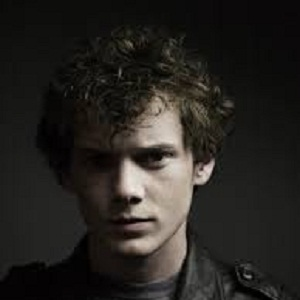 anton jewish personals Anton yelchin as pavel chekov in the 2009 film of star trek photograph: alamy anton yelchin, who has died aged 27 in a freak car accident at his home in studio city, los angeles, displayed .