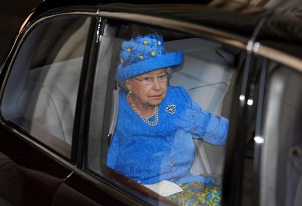 Source: Metro (The Queen was spotted not wearing a seat belt)