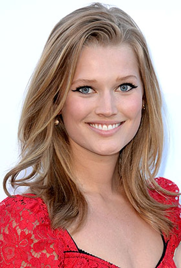 Source: Hola (Toni Garrn)