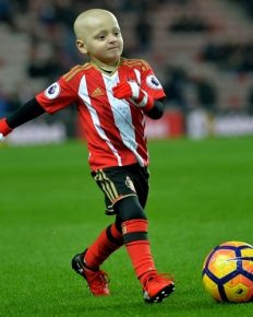 The Six-Year-Old Brave Boy Bradley Lowery battling the rare form of cancer Neuroblastoma has died! His Relation with Jermain Defoe and the emotional Tribute!! Find out Who is Bradley Lowery? What is Neuroblastoma and what is his relationship with football world?!