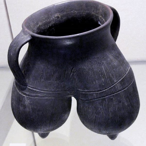 Source: Wikipedia Commons (A cooking pot from the Longshan Culture)
