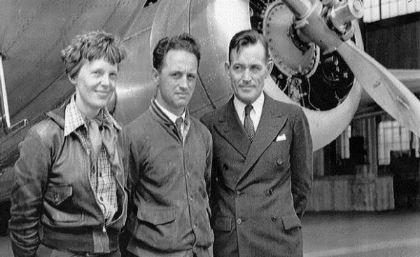 Source: theglobeandmail.com (Amelia Earhart with navigators Harry Manning, centres, and Fred Noonan in Honolulu in 1937.)