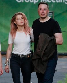 Amber Heard & Elon Musk's yearlong romance has come to an end. Broke up because they couldn't handle long distance affair!