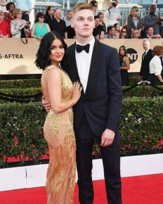"""The 'Modern family' actress Ariel Winter celebrates 9 month anniversary with her actor boyfriend Levi Meaden!  """"Every day is an adventure"""" says Meaden"""
