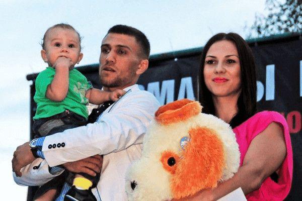 Source: 234fight (Vasyl Lomachenko and Elena Lomachenko with their child)