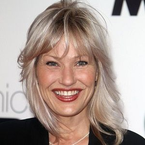Joey Lauren Adams Biography - Affair, In Relation ...