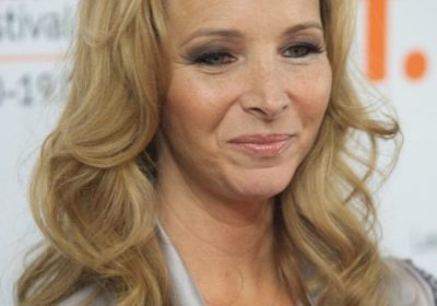 Lisa Kudrow's 2010 College speech on handling failures goes viral! Know about her and her family's migraine headaches and how they overcame them!