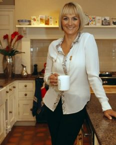 Balancing both professional and personal life!! Louise Minchin living happily with her husband and two daughters
