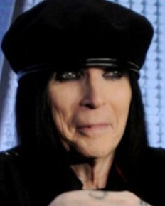 American 'Mötley Crüe' guitarist Mick Mars' struggles with ankylosing spondylitis! Learn about its impact on his career!