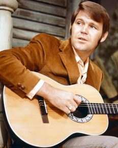 Four times married! Most talked about gossip in relationship! Glen Campbell surely had a dramatic life! Know all about it here!