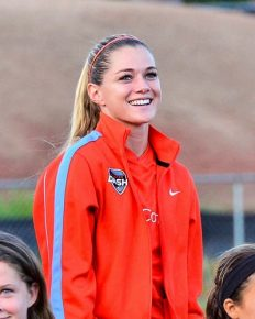 Nation's best forward in American soccer, Kealia Ohai suffers a knee injury! Know on her relationship and career!