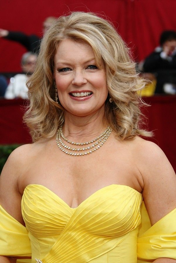 Source: FamousDude.com ( Mary Hart)