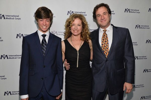 Source; zimbio.com (Nancy Travis, Robert N. Fried with their son Benjamin Fried)