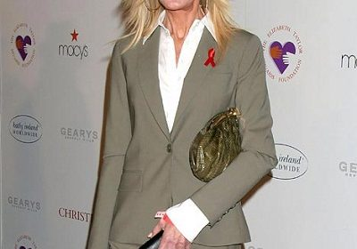 Actress Joan Van Ark who was once famous for her fresh-faced look as 'Valene Ewing' has complete transformation of her face!! Also know about her television career and personal life