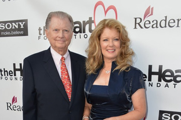 Source: Pinterest (Mary Hart with her husband)