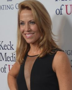 Sheryl Crow's anger against poor gun control legislation in the USA! Know about this singer's battle with breast cancer and cat allergy!