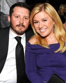 Brandon Blackstock's wife, Kelly Clarkson says that she never felt sexually attracted to anybody before she met Brandon Blackstock! Click for more details!