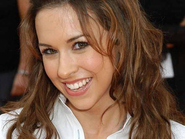 Source: celeb-face.com(lacey chabert)