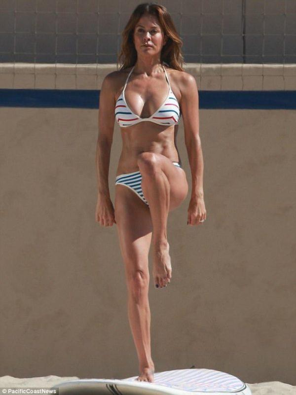 Source: Daily Mail (Brooke at the Malibu beach)