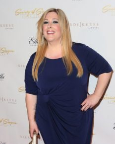 How did American singer Carnie Wilson treat her Bell's palsy? Know about her sustained fight against excessive weight!