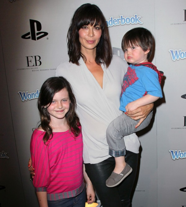 Source: Zimbio (Catherine Bell with her kids)