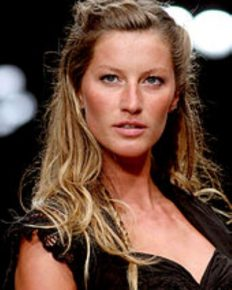 Know the secret of the supermodel Gisele Bundchen's gorgeous body and great mind! Learn about her Christmas decorations this year, her career, and her regular Tai-Chi routines!