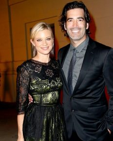 Wife Amy Smart Came Ahead To Defend Her Husband Carter Oosterhouse On The Sexual Misconduct Allegations!!