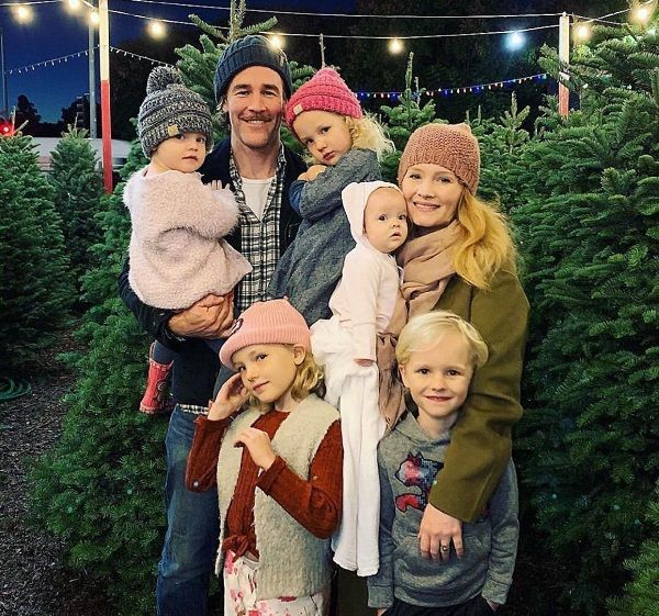 James and Kimberly Van Der Beek with their 4 daughters and son