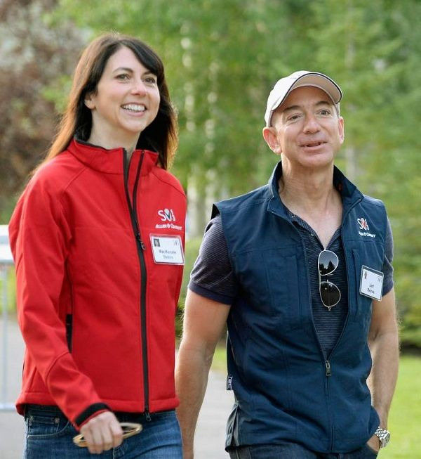 Source: heavy.com (Jeff Bezos and MacKenzie Bezos)