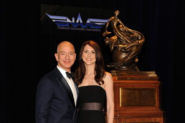 It S Time You Know More About Mackenzie Bezos She Is Not Only Jeff