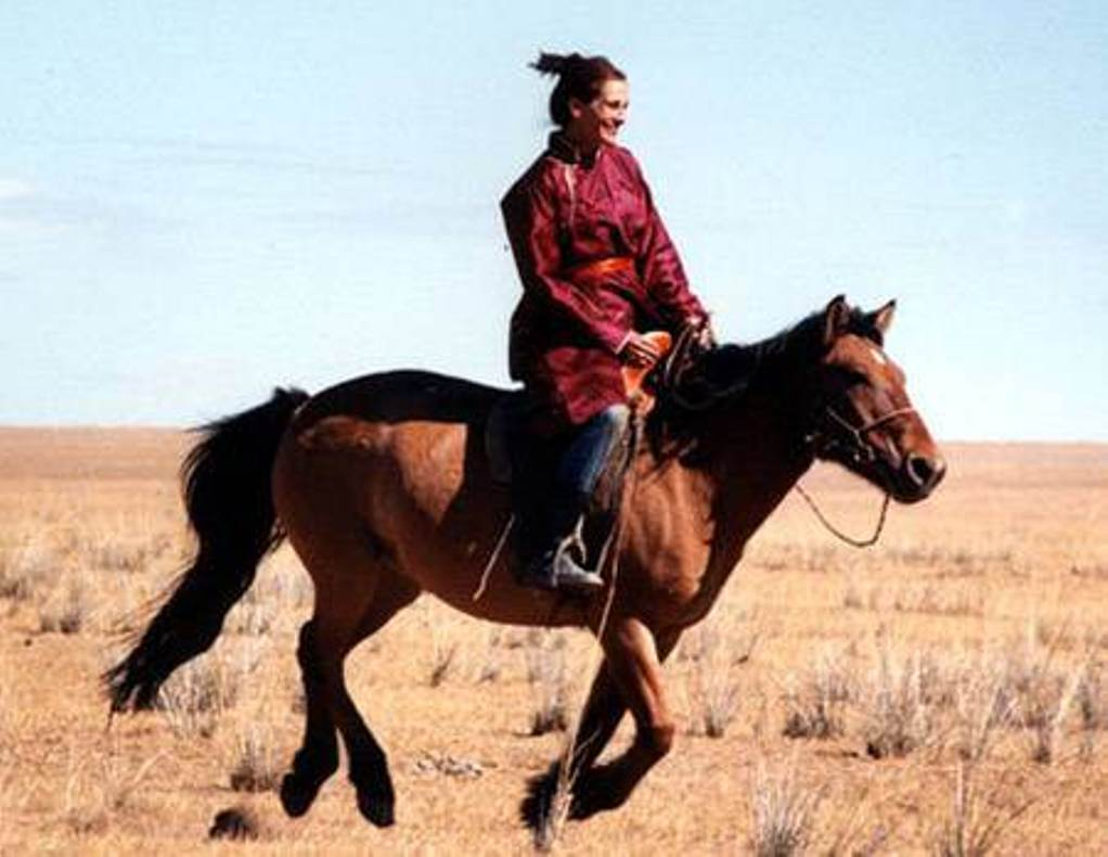 Source: Buzzsharer (Julia Roberts riding a horse)