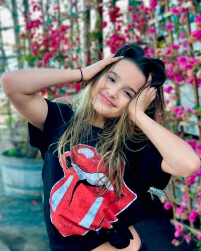 74a426b39ad Annie LeBlanc is a young American YouTube star. Promising gymnast s family  name is popular among people for being a member of YouTube family