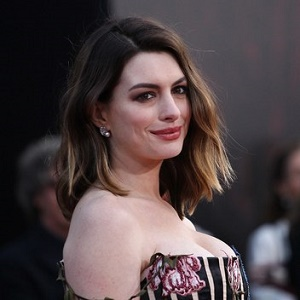 Anne Hathaway Biography Affair Married Husband