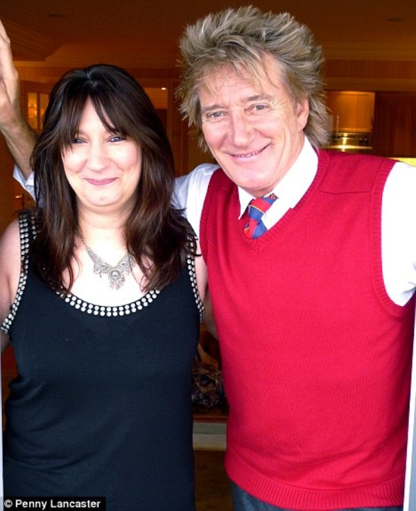 Source: Daily Mail (Rod Stewart and his daughter Sarah)