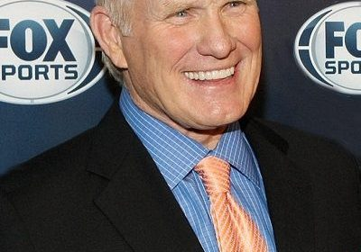 "The NFL ex-quaterback star Terry Bradshaw surprises everyone by singing ""Fly Eagles Fly"" out loud!"